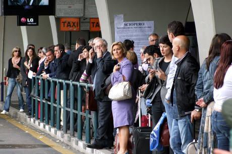 Rome Fiumicino airport taxi line
